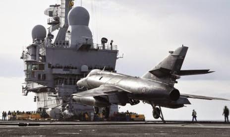la proxima guerra francia envia portaaviones charles de gaulle contra el estado islamico - Francia moviliza su arsenal por el ataque terrorista