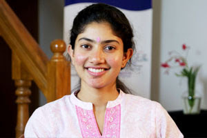 Sai-Pallavi-out-Tamannaah-in-for-Vikram's-film-Andhra-Talkies-300x200