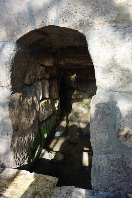 נקבת מים חצובה בסלע