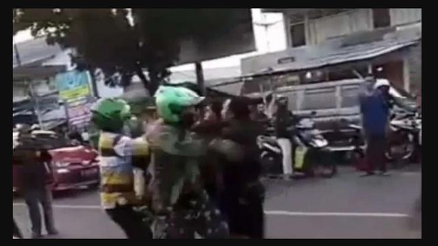 2 Prajurit TNI Dianiaya Preman, Satu Meninggal Diparang