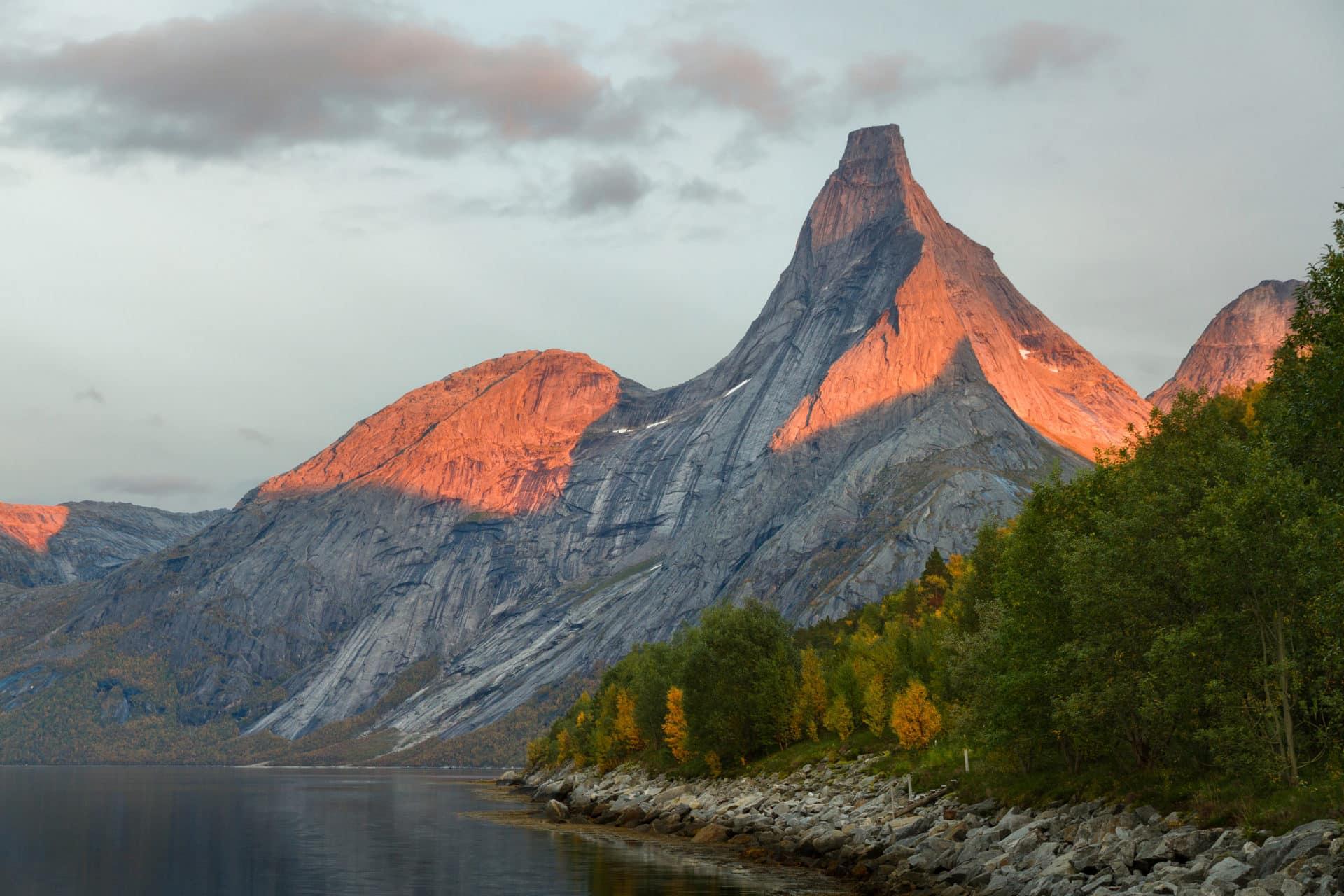 Гора Стетинд в Норвегии