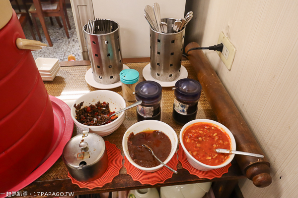 台中大里|菩提素蔬食坊|韓式石鍋|火鍋|焗烤|鐵板素排|日式蓋飯|草湖橋旁