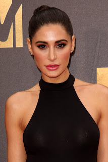 Nargis Fakhri in transparent Top at MTV Movie Awards 2016 WOW