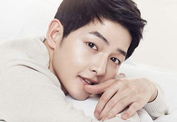 "19 Fakta Song Joong Ki ""Pemeran Descendants Of The Sun"" yang Perlu Kamu Ketahui"