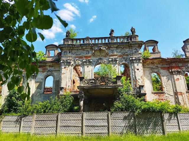 elewacja ruin pałacu w Goszczu, jak wygląda pałac dziś