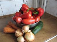 Papryka, pomidory, cebula, marchew, cukinia