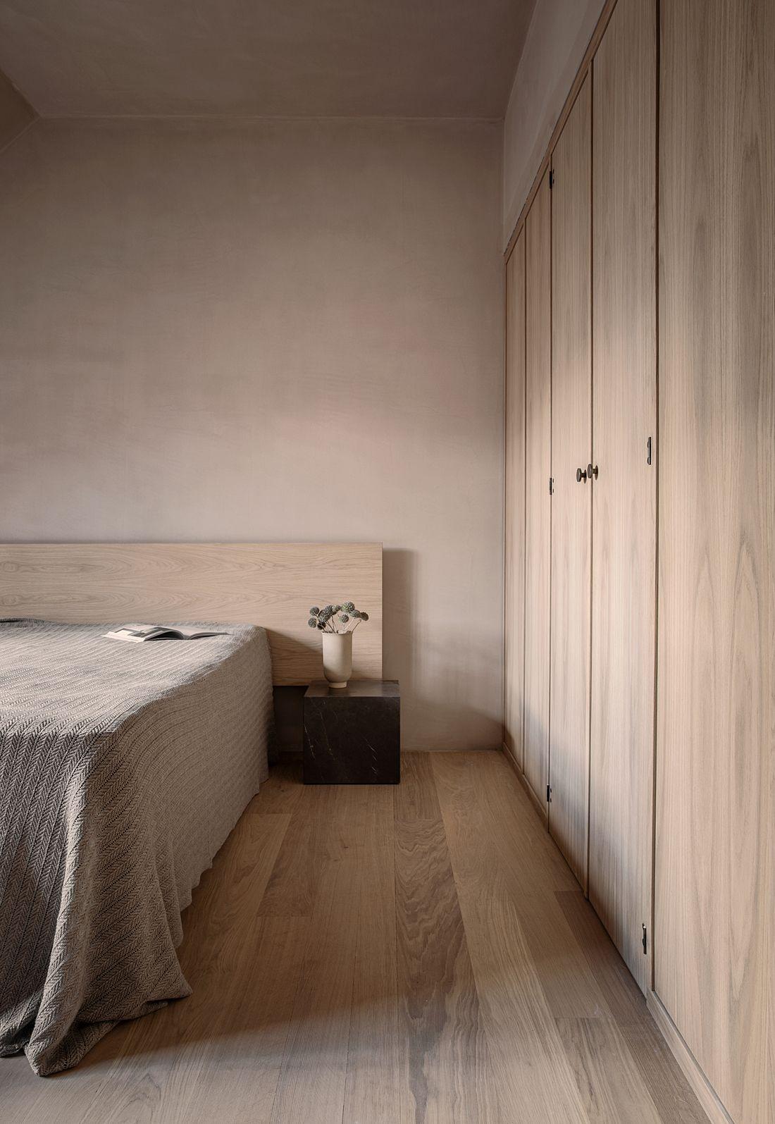 Phòng ngủ có tủ âm tường 16