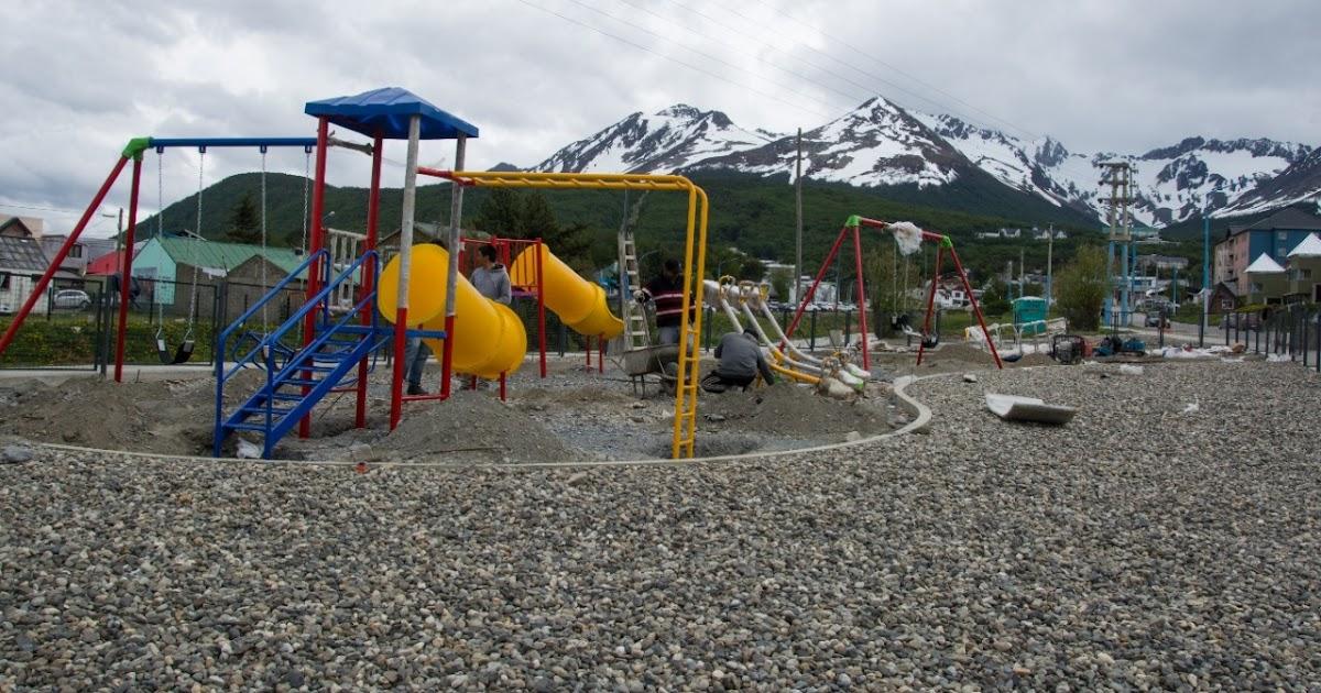 Recuperación de Espacios Públicos: Ushuaia coloca Juegos en la Plaza de los Niños - Portal La TDF