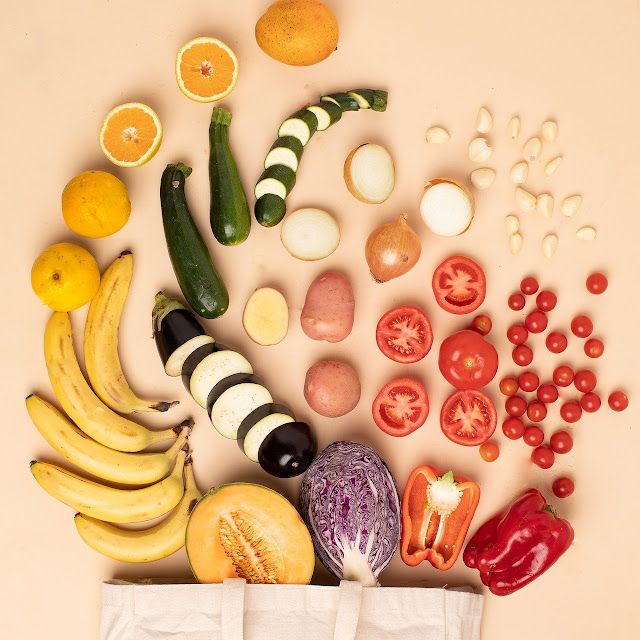 Olhe quantas frutas e vegetais bonitos!