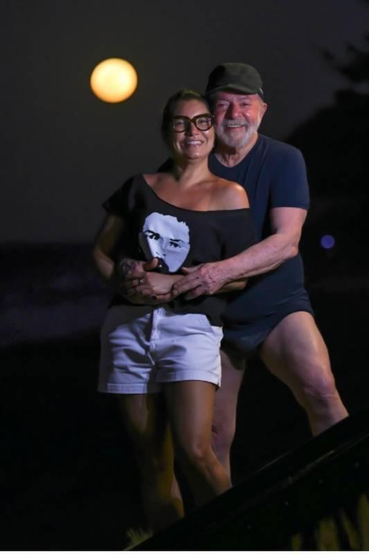 """""""Tô querendo me casar e estou cheio de energia"""", diz Lula às vésperas dos 76 anos"""
