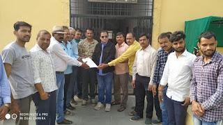 देपालपुर प्रेस क्लब ने राष्ट्रपति के नाम अनुविभागीय दंडाधिकारी को ज्ञापन सोपा