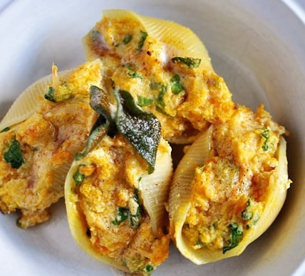 BUTTERNUT SQUASH STUFFED SHELLS WITH SAGE BROWNED BUTTER #vegetarian #pasta