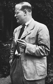 a black and white picture of Dietrich Bonhoeffer