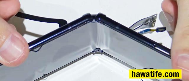 بعد فتح هاتف Samsung Galaxy Z Flip كانت المفاجأة