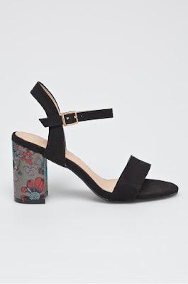 Answear - Sandale Super Women negre cu imprimeu floral pe toc