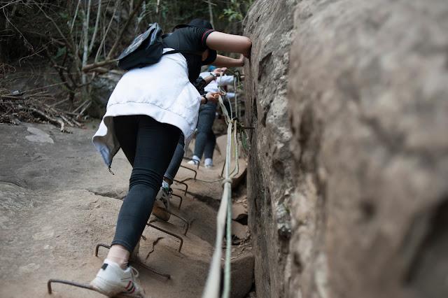 Leo núi Bà Đen đường Chùa, xuống đường cột điện