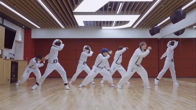 GOT7 Terbang Tinggi Ke Luar Angkasa Pakai Baju Astronot Di Dance Practice 'Eclipse'!