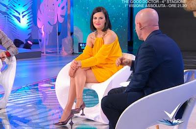 Bianca Guaccero foto abbigliamento figura intera tacchi alti 12 marzo