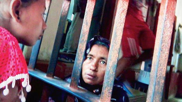 महामारी से 4 तो detention centres में 26 की मौत
