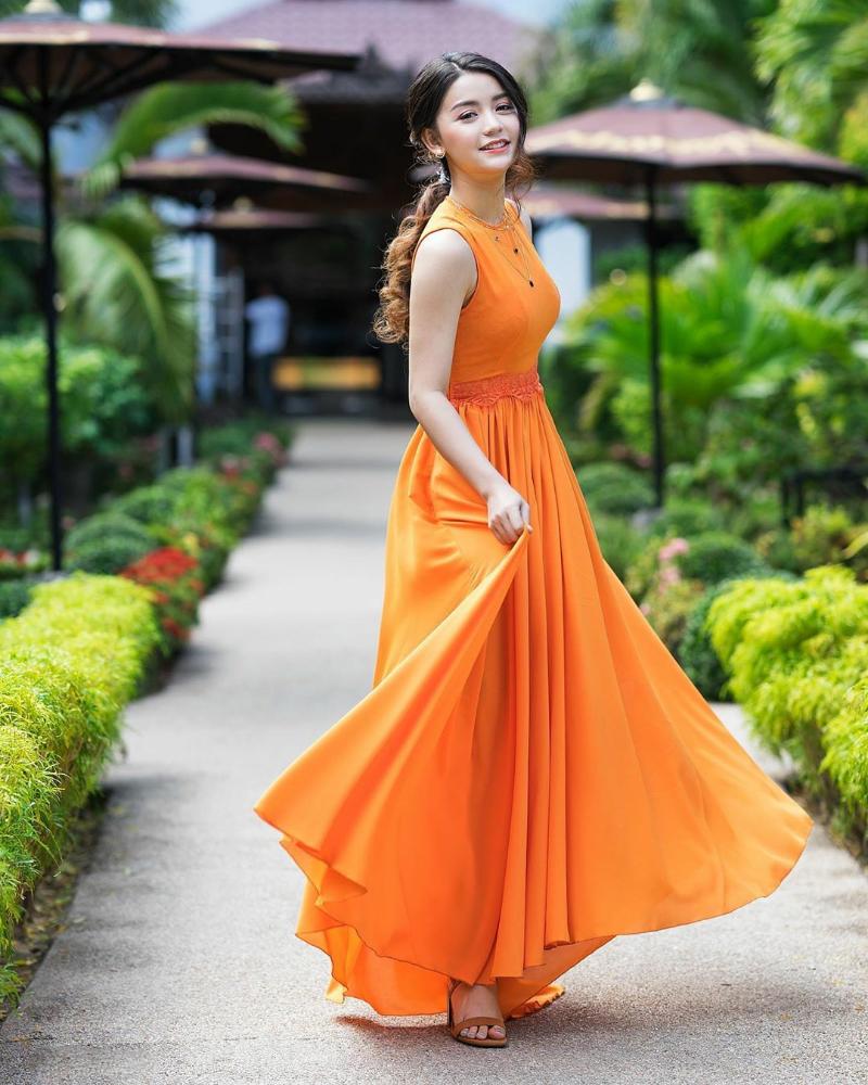 Khin Wint Wah model sekis Vietnam Toge