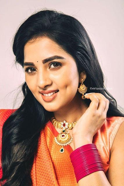 Gorgeous Dimple Beauty Sruthi Dange Latest Stills Navel Queens