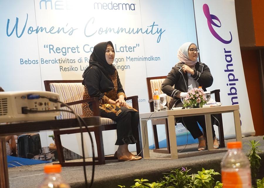 seminar, 2 woman, combiphar