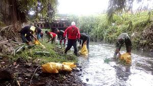 Sektor 22 Sub 4 Bersama Gober Kewilayahan Gelar Pembersihan Sungai