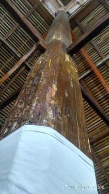 Tiang dari Kayu Masjid Asal Panampaan
