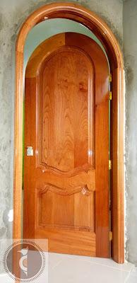 Puerta de madera en Lima