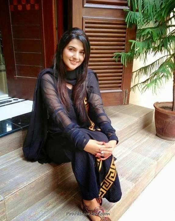 Pakistani hot actress Rabab Hashim
