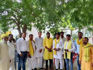 FB_IMG_1569224024736 उत्तर प्रदेश सरकार के पूर्व लघु उद्योग मंत्री बड़े भैया माननीय श्री अरविंद राजभर जी व माताजी से शिष्टाचार मुलाकात
