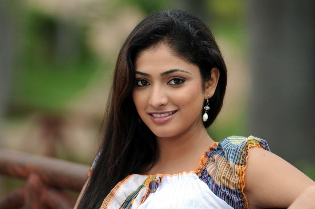 Unseen Girl Wallpaper All4i South Actress Haripriya Cute Photos