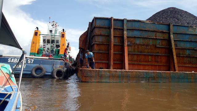Kapal Tongkang Sabang 57 Tabrak Tiang Jembatan P6 Lalan