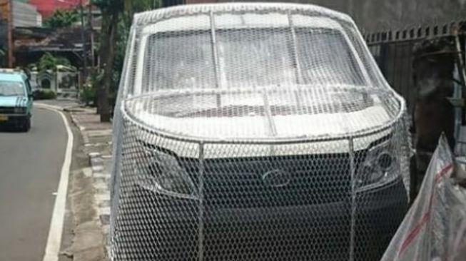 Viral Mobil Esemka Dibungkus Kawat Pada Bagian Depan, Buat Apa Nih?