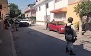 Balean a dos hombres  en céntrica calle de Iguala