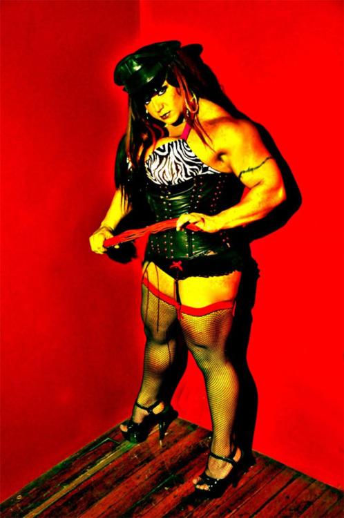 Muscle dominatrix