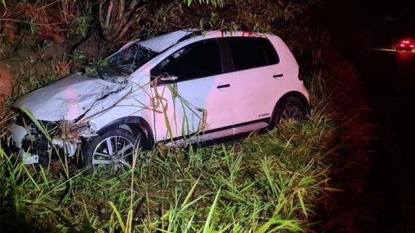 Vaca na pista causa grave acidente e deixa motorista ferido