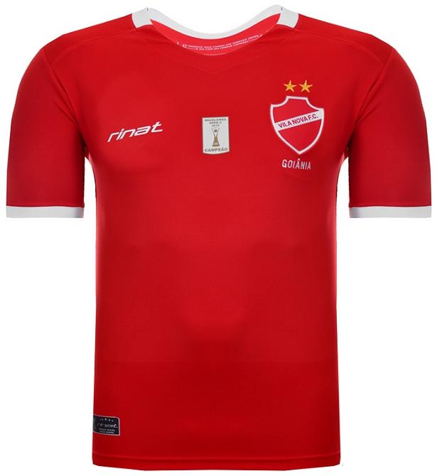 7787ba5b1e2d8 Ambos os modelos possuem o selo alusivo ao título da Série C do Campeonato  Brasileiro de 2015. A camisa titular é vermelha com detalhes em branco na  gola e ...