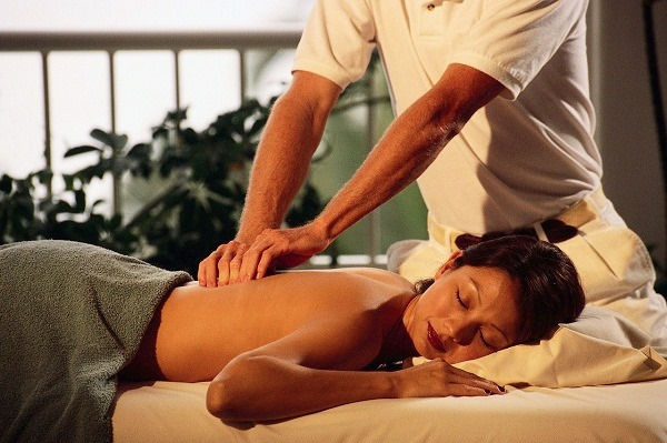 Chồng sốc nặng khi biết lý do vợ theo bạn bè tìm đến dịch vụ massage yoni
