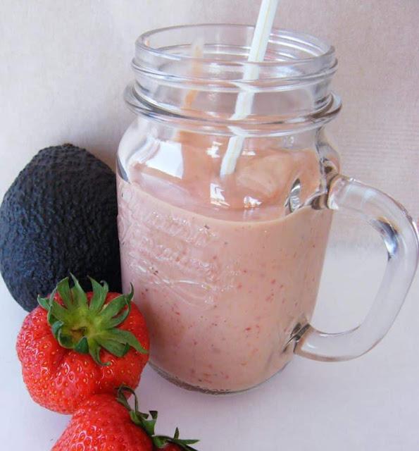 وصفة سموثي  الأفوكادو و فراولة / Avocado & Strawberry Smoothie Recipe