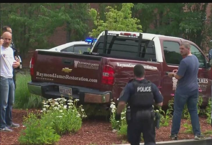 Mujer se roba un carro y es arrestada en un McDonald's