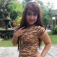 Reny Farida Profil Facebook 50