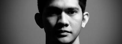 Biodata, Profil dan Biografi Iko Uwais    Biodata  Nama : Uwais Qorny  Nama Beken : Iko Uwais  Tempat Tgl Lahir : Jakarta, 12 Februari 1983  Anak ke : 3 dari 3 Bersaudara  Tinggi/Berat Badan: 169 cm/ 62 Kg  Hobi : Pencak Silat dan Sepakbola  Makanan Favorit : Ayam Goreng  Film Favorit : Semua filmnya Jacky Chan                                        Biografi  Iko Uwais memiliki nama asli Uwais Qorny lahir di Jakarta, 12 Februari 1983 adalah aktor dan atlet Pencak silat Indonesia. Ia memulai debutnya di dunia perfilman ketika memerankan Yuda, seorang  perantauan Minangkabau dalam film Merantau tahun 2009. Simak Profil Iko Uwais Dan Foto Terbaru berikut.  Kejuaraan Daerah Antar Perguruan DKI Jakarta tahun 2003. Dan sebagai Penampilan Terbaik Kategori Dewasa  Tunggal pada Festival Pencak Silat Cibubur 2005. Profil Iko Uwais yang dilatar belakangi olahraga  pencak silat membuat ia sukses membintangi The Raid. Namun baginya ini adalah kesuksesan tim. Iko Uwais adalah salah satu Aktor Utama dari Film The Raid Redemtion, Film yang di bintanginya itupun  mendapat peringkat 11 di Box Office amerika serikat dengan pendapatan 1,2 Juta $ Di Minggu Pertamanya  tayang, sontak hal itupun membuat Iko menjadi terkenal dan banyak di tawari main Film serta memperoleh  banyak penggema  Iko Uwais adalah
