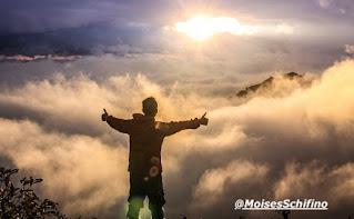 Você já chegou longe demais para desistir agora (Lc. 9:62), já estudou tanto, deu tantos passos, aprendeu tantas coisas, conheceu tanta gente, sorriu e chorou por coisas e pessoas que só você e Deus sabem. Você já orou tanto por coisas que hoje tem e ainda ora por coisas que sabe que um dia Deus irá te dar; então, persevere, tenha paciência, continue nessa fé e caminhada, pois no tempo certo tudo acontecerá, liberte-se do medo que tenta te paralisar de ser mais do que vencedor (Rm. 8:37), pois Jesus Cristo advoga por você junto ao Pai (1 Jo. 2:1)! Portanto, não temas, crê somente (Mc. 5:36)!