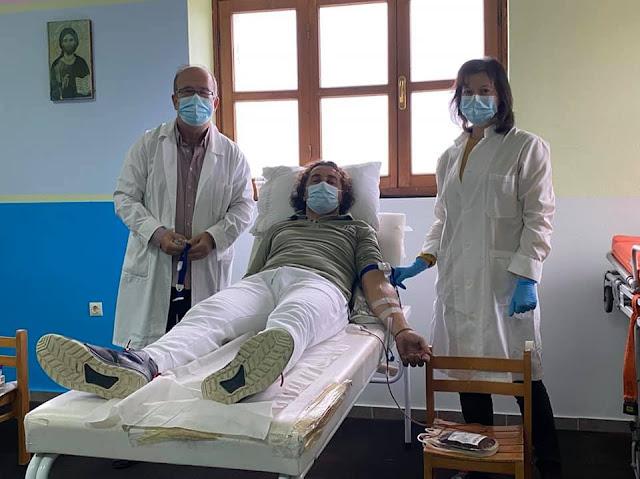 """Η Ανθούσα Πάργας με τους περίπου 600 κατοίκους διεκδικεί επάξια τον τίτλο του """"χωριού των αιμοδοτών"""" καθώς κάθε χρόνο περισσότεροι από 200 κάτοικοι δίνουν αίμα στις εθελοντικές αιμοδοσίες που διοργανώνει ο Σύλλογος Εθελοντών Αιμοδοτών """"Βασίλειος Χατζής""""."""