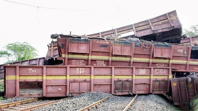 Goods train derails in West Bengal