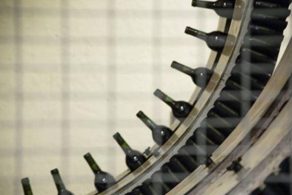 Robots para mover botellas de vino en las bodegas