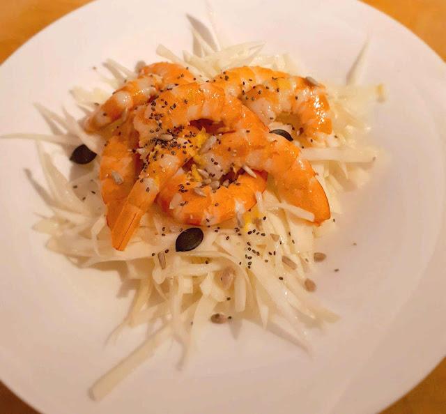 Salade de choux et crevettes a l'huile de sésame grillée