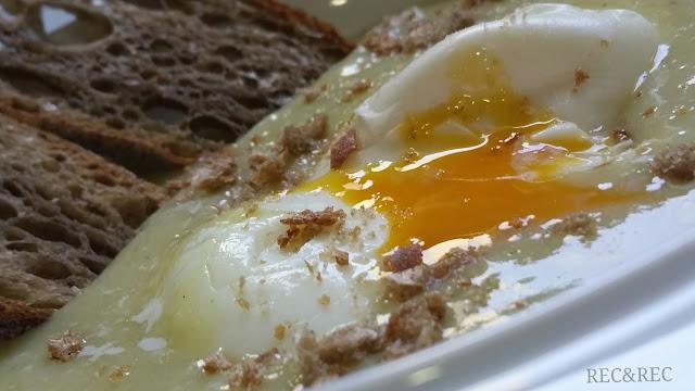 huevo poché con crema de hervido