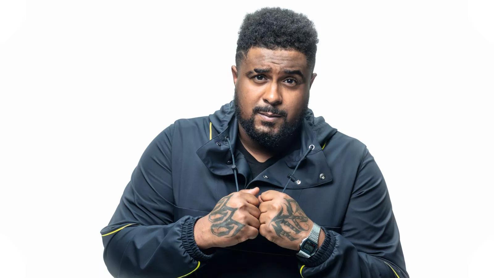 """Além dos beats de DKVPZ e JLZ, novo disco do rapper baiano traz vocais de nomes como 1LUM3, com quem Baco colaborou no hit """"Me Desculpa Jay-Z""""."""